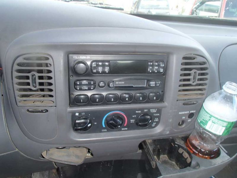 Used 2000 Ford Expedition Interior Speedometer Head Cluster Clust