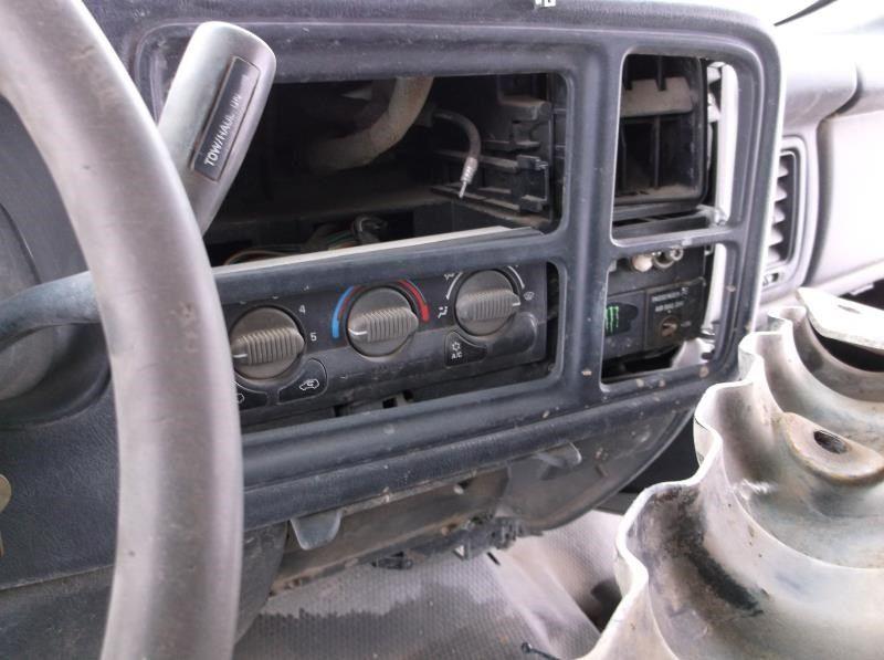 Used 2002 chevrolet truck suburban 2500 interior front seat belts for Chevrolet suburban interior parts